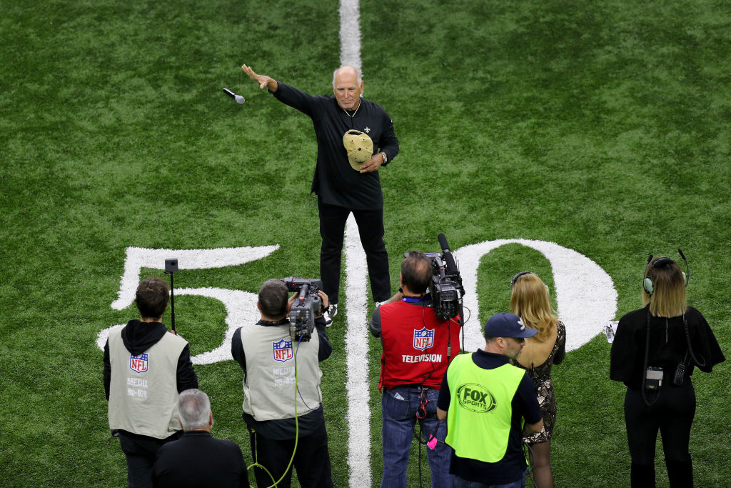 Watch Jimmy Buffett Deliver Mic Drop After Singing National Anthem at NFL Game