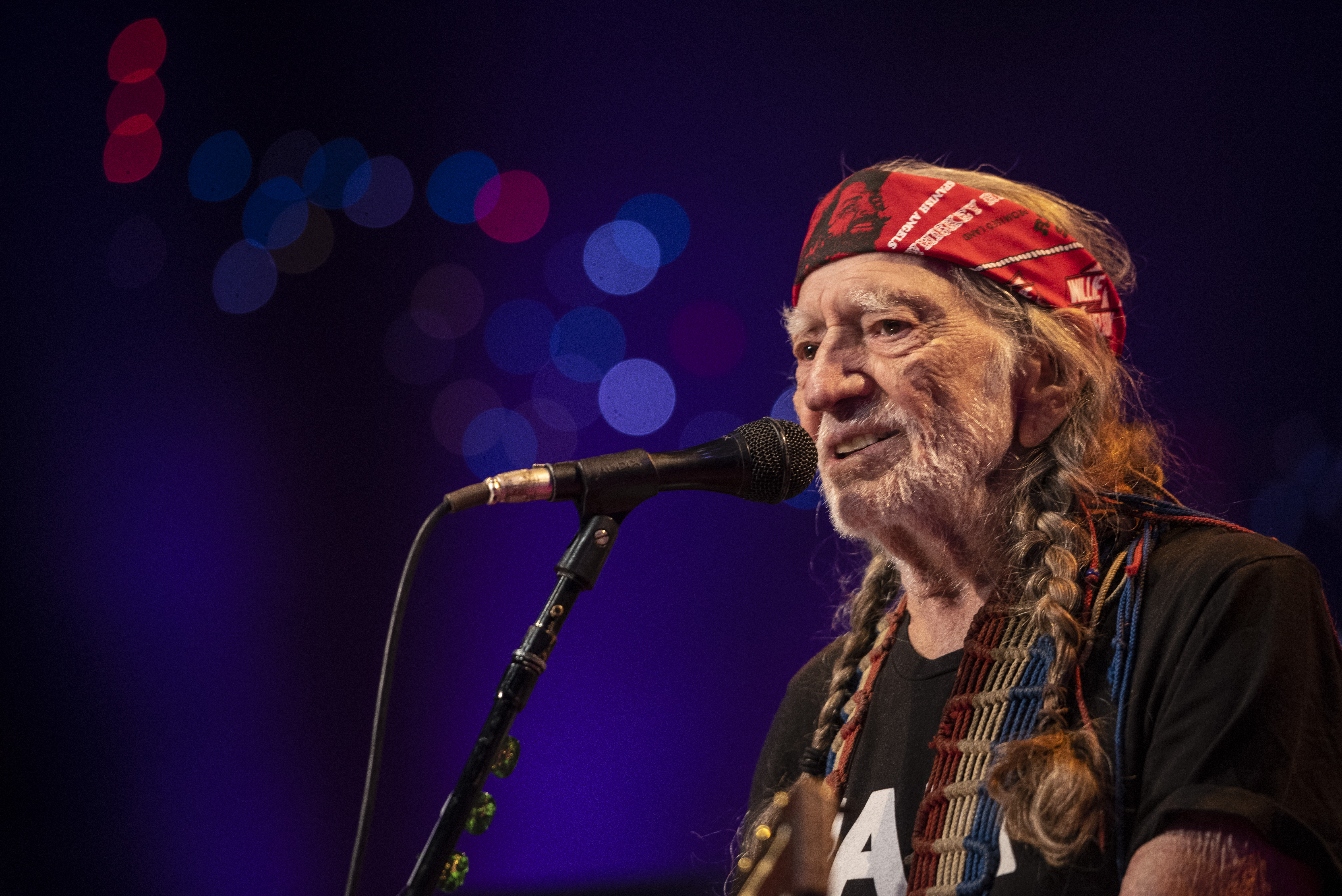 Willie Nelson Sings 'Funny How Time Slips Away' in 'Austin City Limits' Return