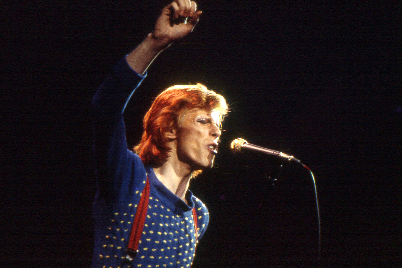 ★ DAVID BOWIE - Discografía confitada  ★  Tonight (1985) y Never let me down (1987). Un mal día lo tiene cualquiera. - Página 3 David-bowie-diamond-dogs-tour