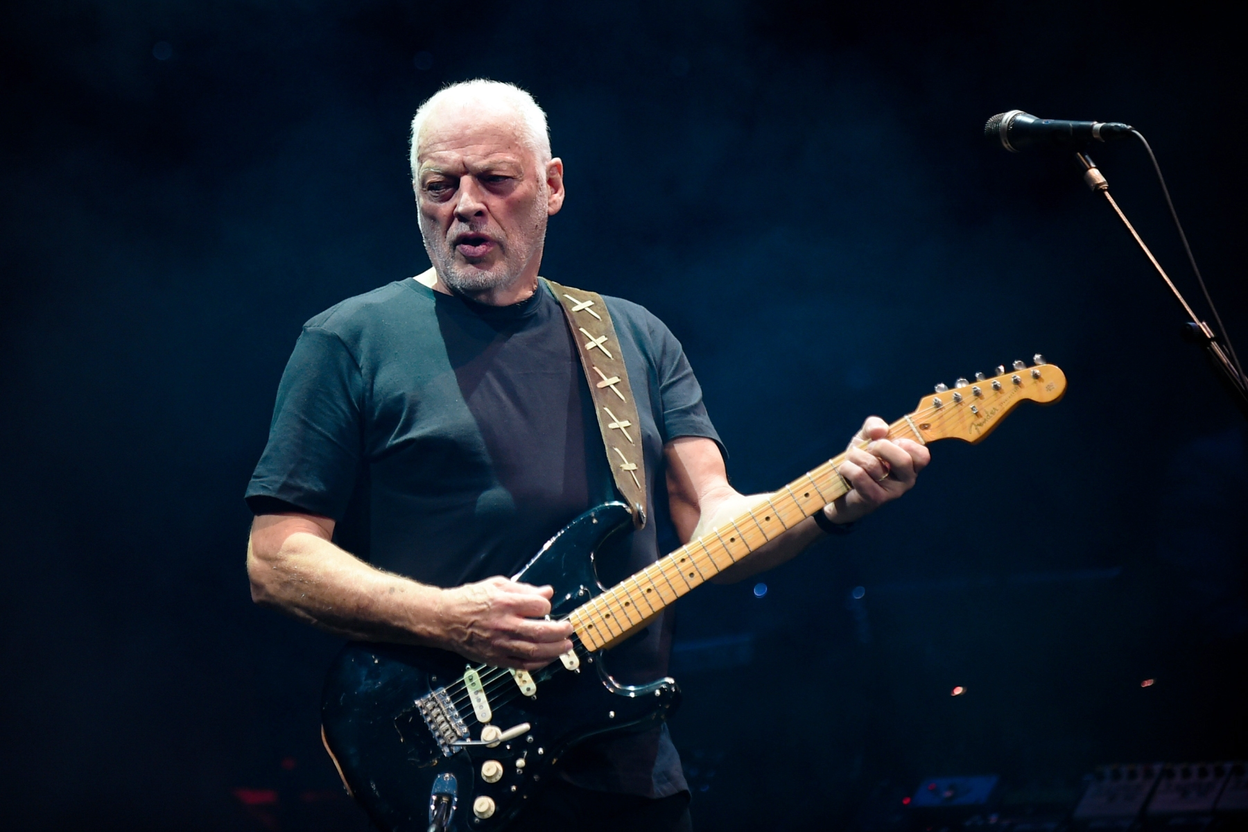 Pink Floyd's David Gilmour on Selling 120 Guitars for Charity - Rolling  Stone