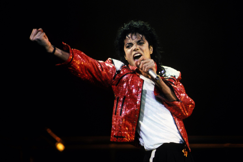 VERSCHIEDENES, VERSCHIEDENES - 25. JUNI: Michael Jackson führt ein Konzert um 1986 auf. (Foto von Kevin Mazur / WireImage)