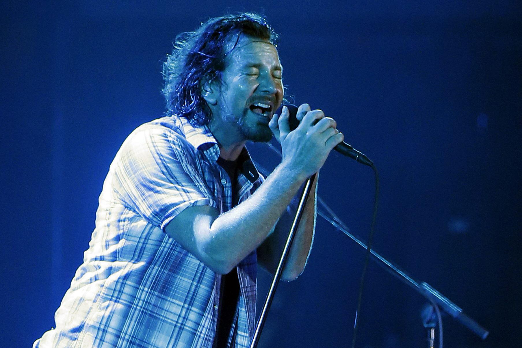 Flashback: Pearl Jam Debut 'Lightning Bolt' at 2013 Wrigley Field Gig