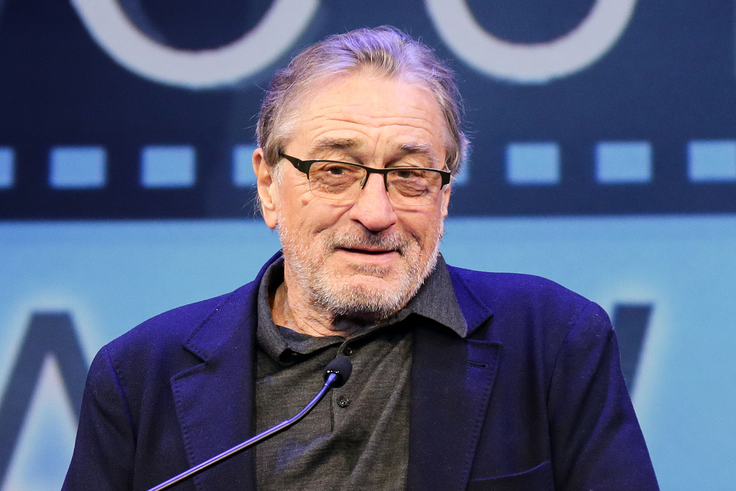 Robert De Niro Says Trump Is a Con Artist and White ...
