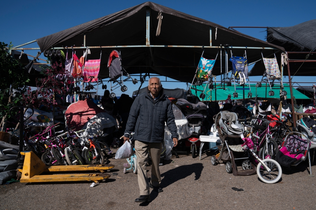 People shop at the flea market yards away from the border fence in Hidalgo, Tex. on Dec. 9, 2018.Verónica G. Cárdenas for Rolling Stone