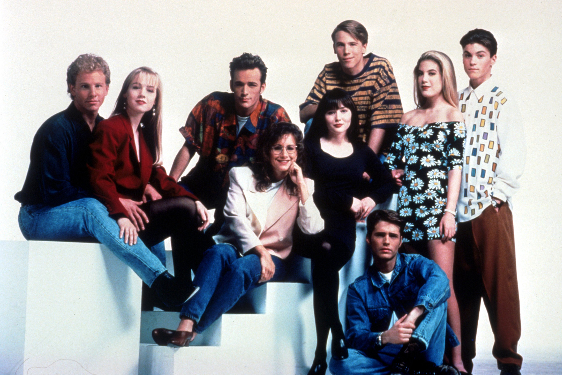 Film Stills Of Beverly Hills 90210 Tv With 1991 Ensemble In
