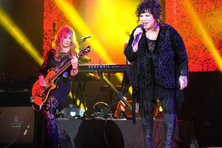 Heart Reunite for All-Star 'Love Alive' Summer Tour