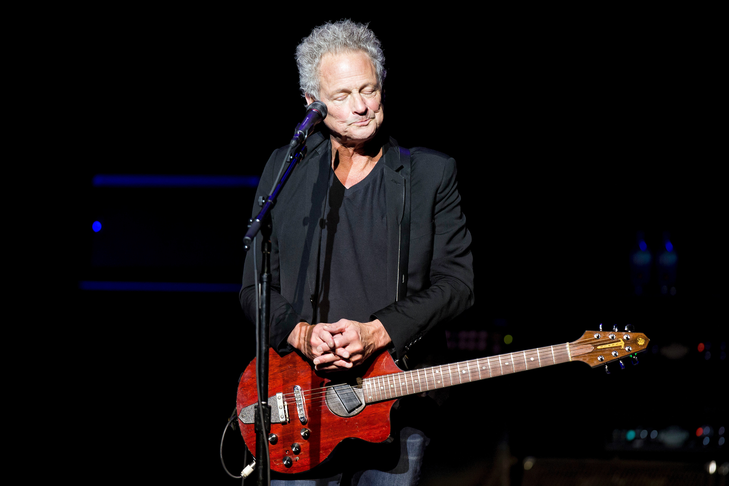 Lindsay Buckingham Suffers Vocal Cord Damage After Emergency Surgery