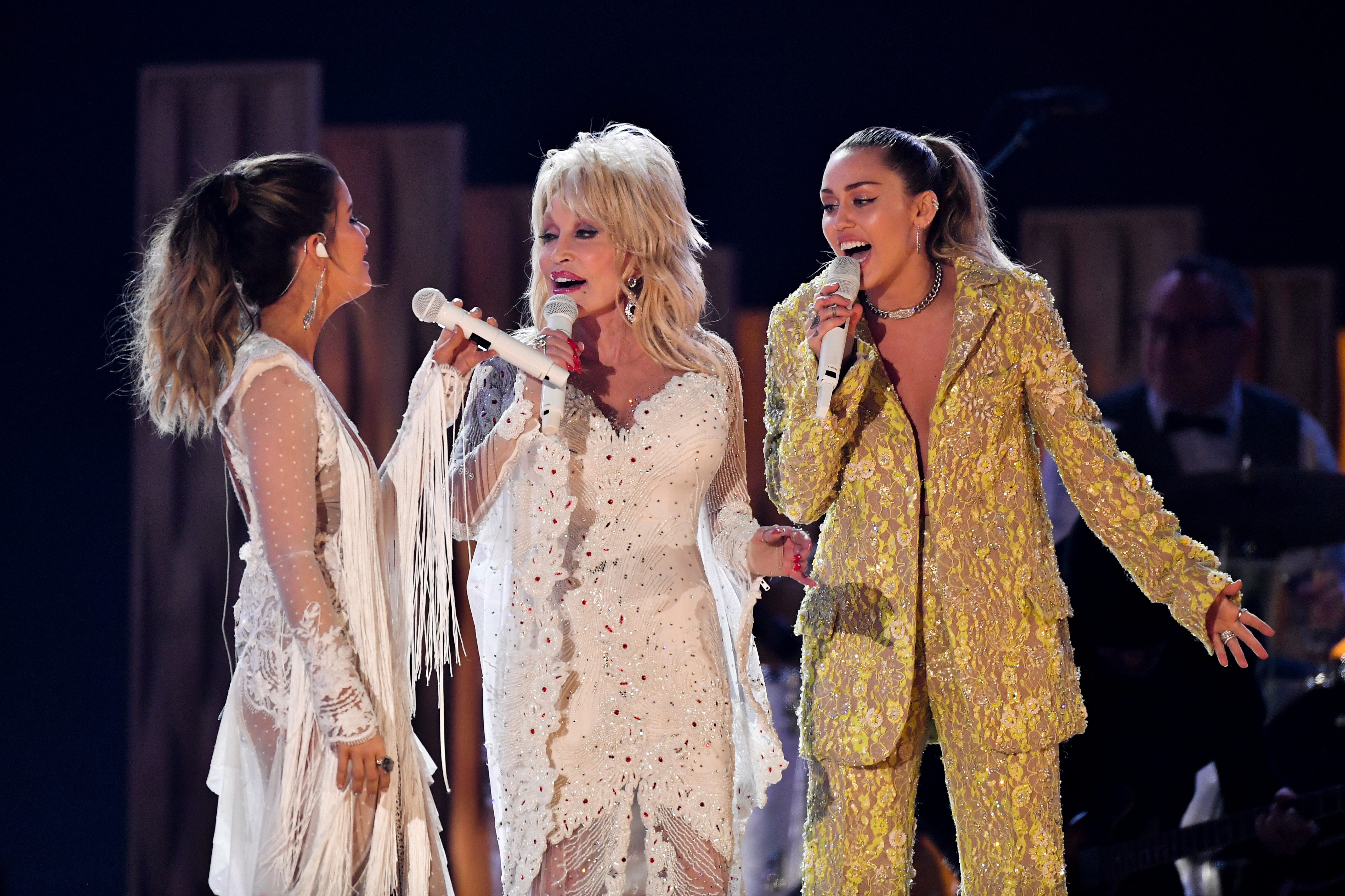 Grammys 2019 Dolly Parton Covers Neil Young With Miley Cyrus Rolling Stone