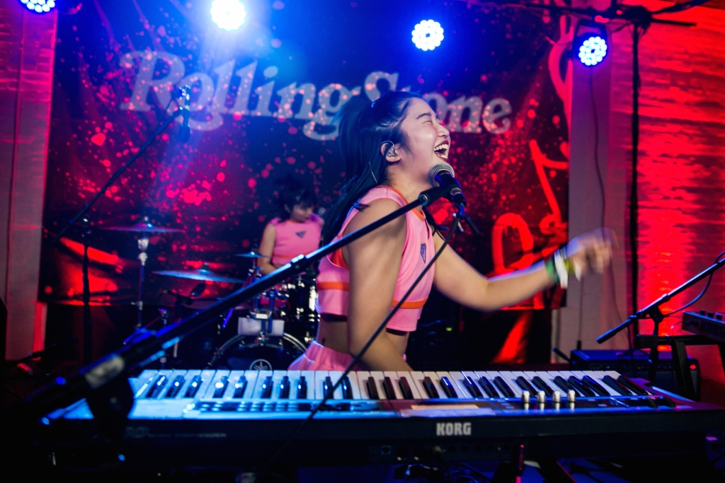 Chai Keyboardist, Mana, puts on a show