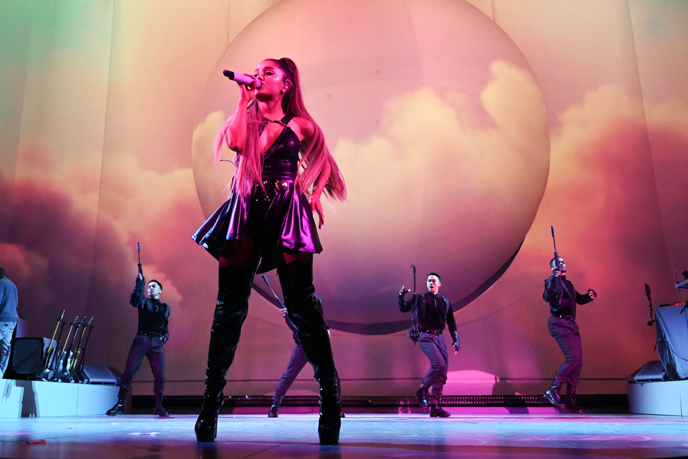 Ariana Grande Sweetener Tour Opens In Albany Review Rolling Stone