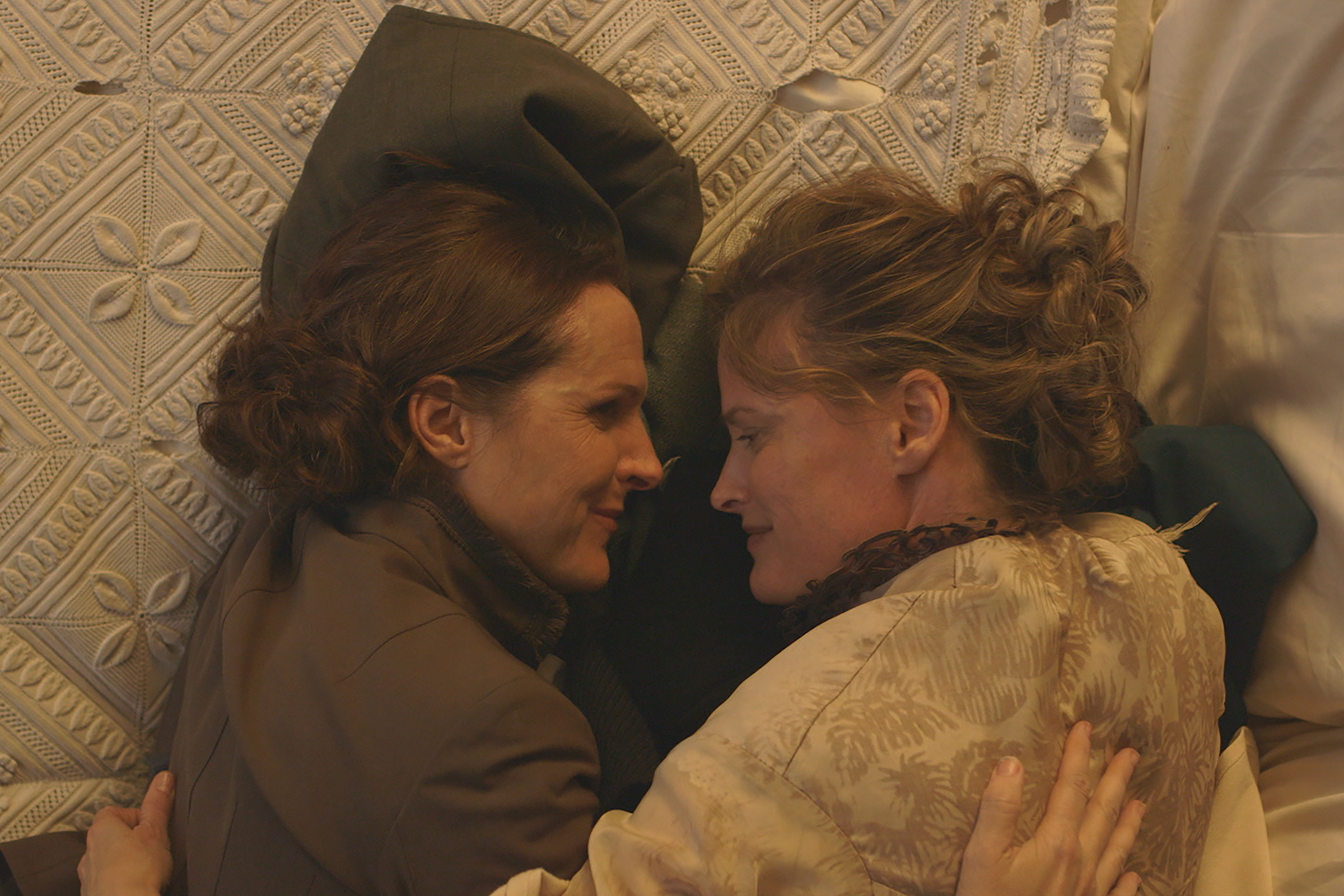 Watch Molly Shannon as Emily Dickinson in New 'Wild Nights With Emily' Trailer