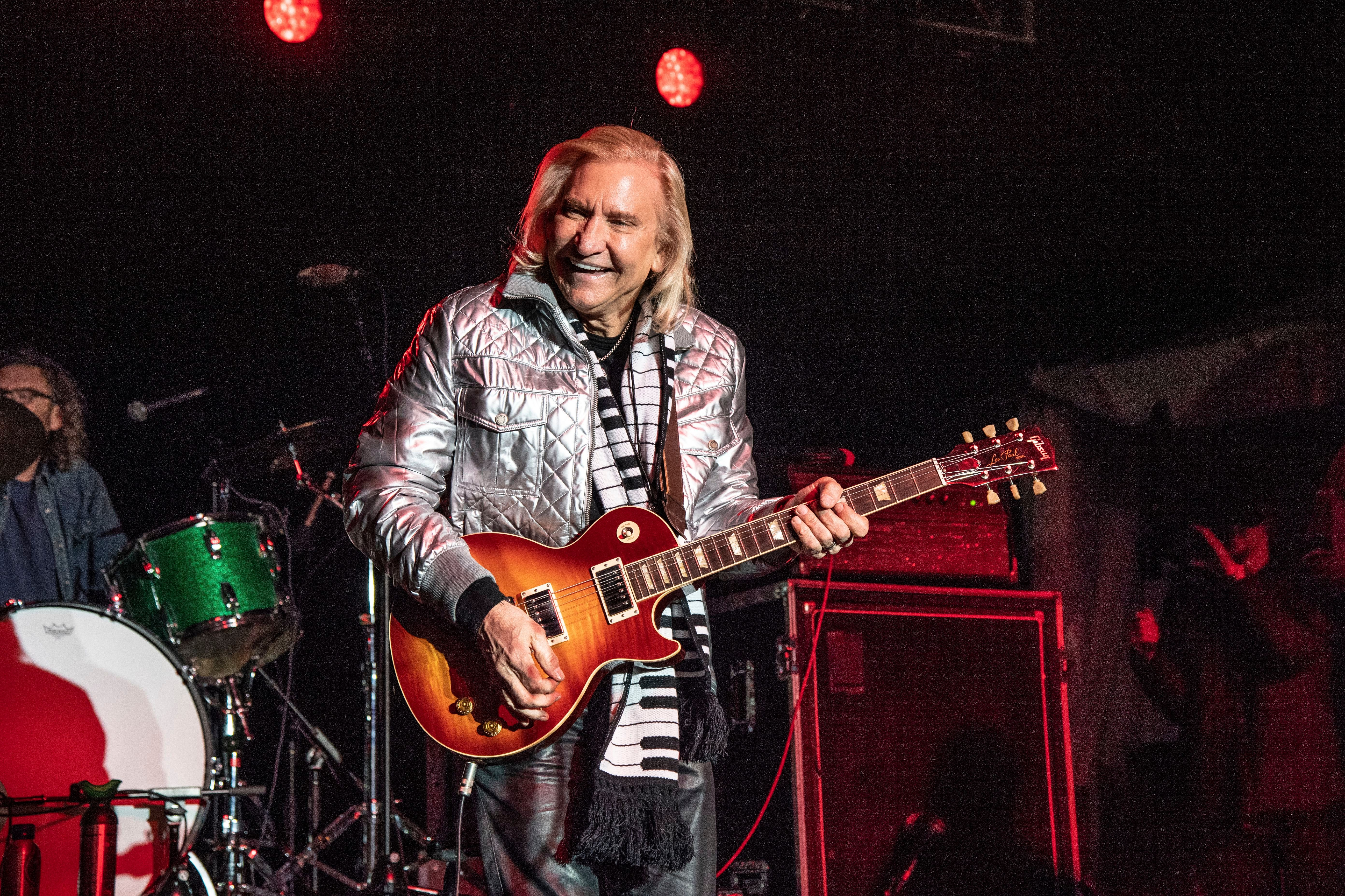 Watch Joe Walsh Perform With Ringo Starr, James Taylor at VetsAid 2018