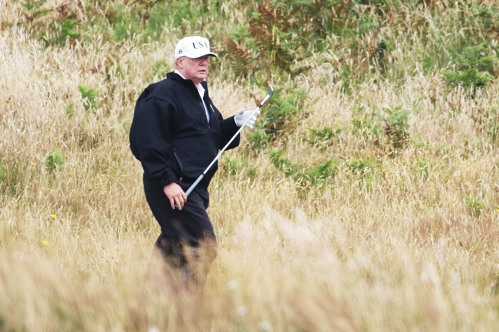 Donald Trump plays golf