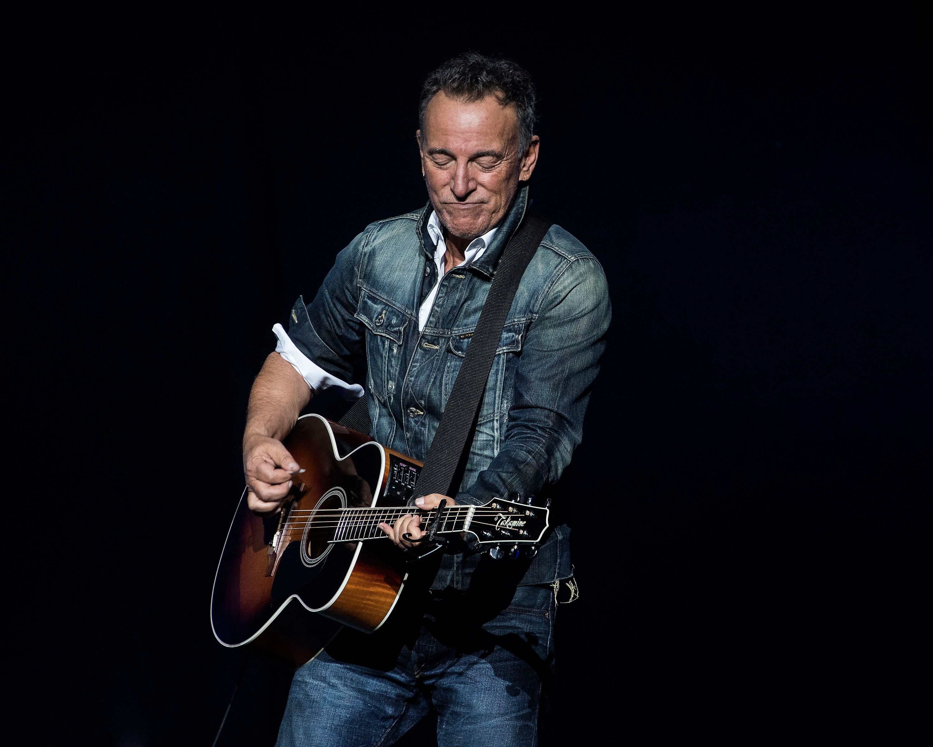 bruce springsteen 39 s new single 39 hello sunshine 39 watch scenic video rolling stone. Black Bedroom Furniture Sets. Home Design Ideas