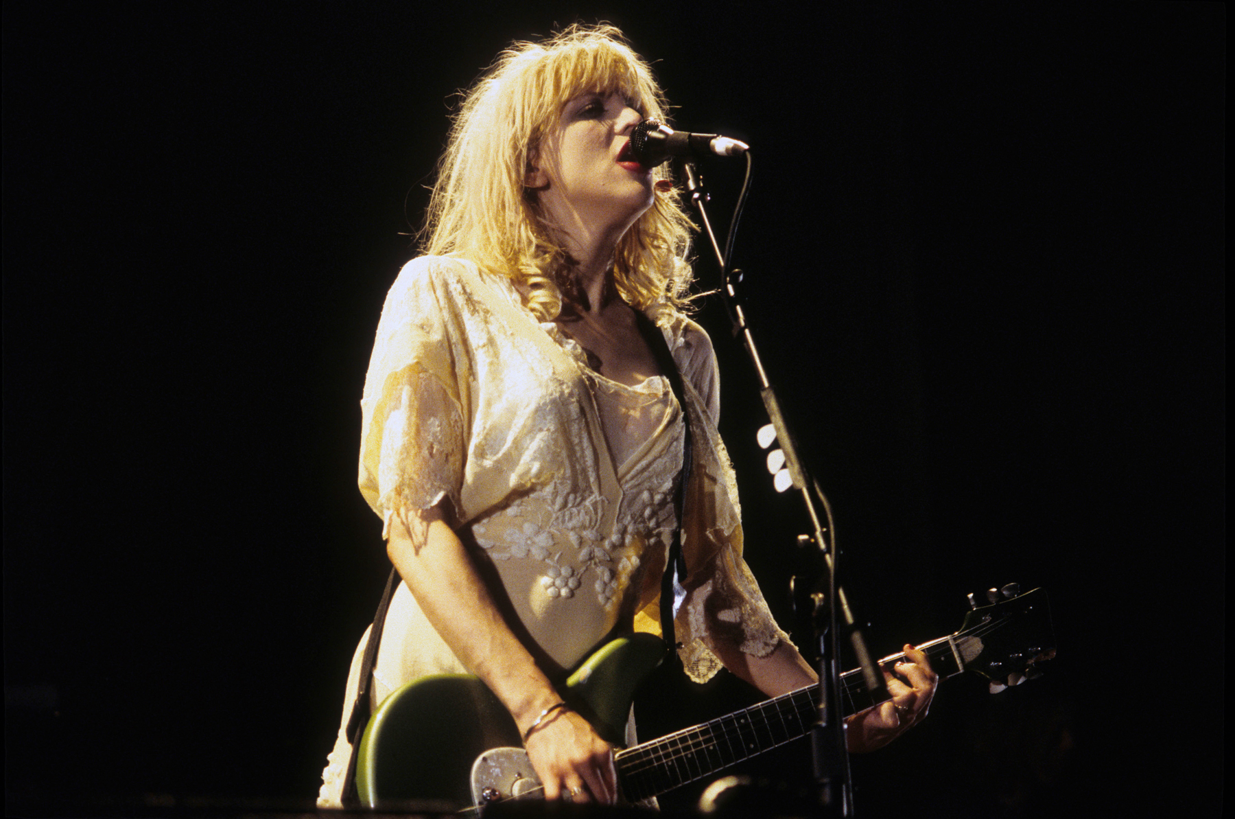 0aafd0a08823 Hole's 'Live Through This' at 25: How Courtney Love Proved Herself ...