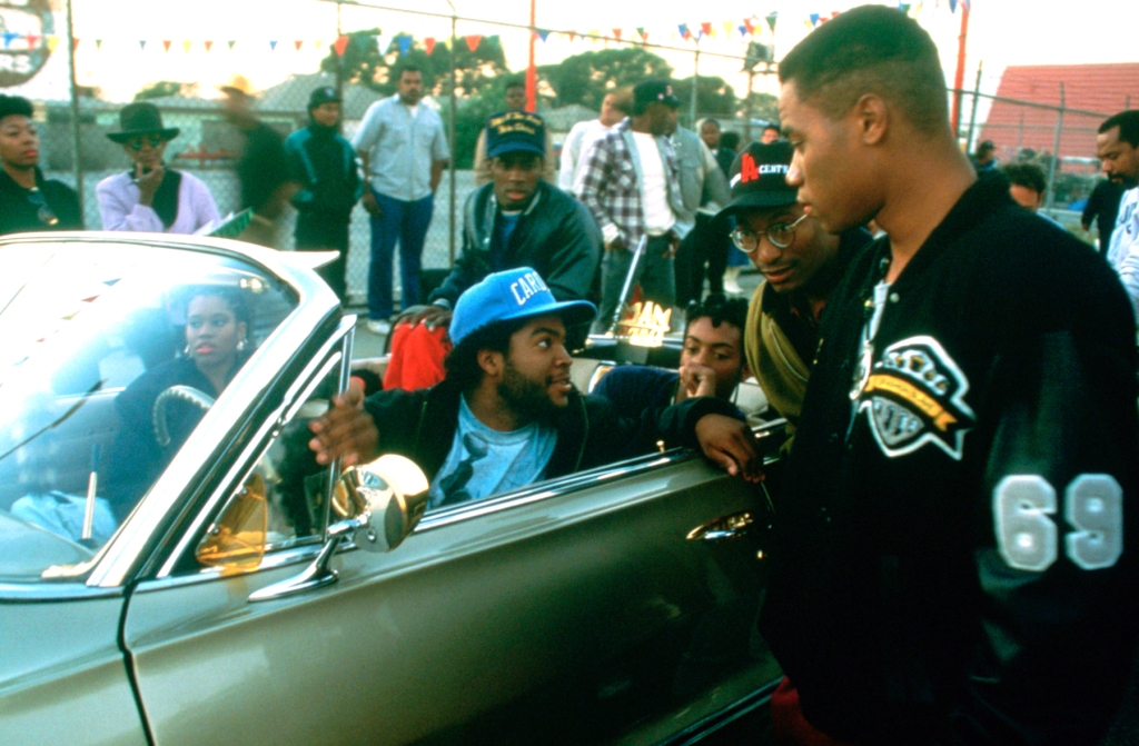 BOYZ N THE HOOD, (aka BOYS IN THE HOOD), foreground from left: Ice Cube, director John Singleton, Cuba Gooding Jr., 1991, ©Columbia Pictures/courtesy Everett Collection