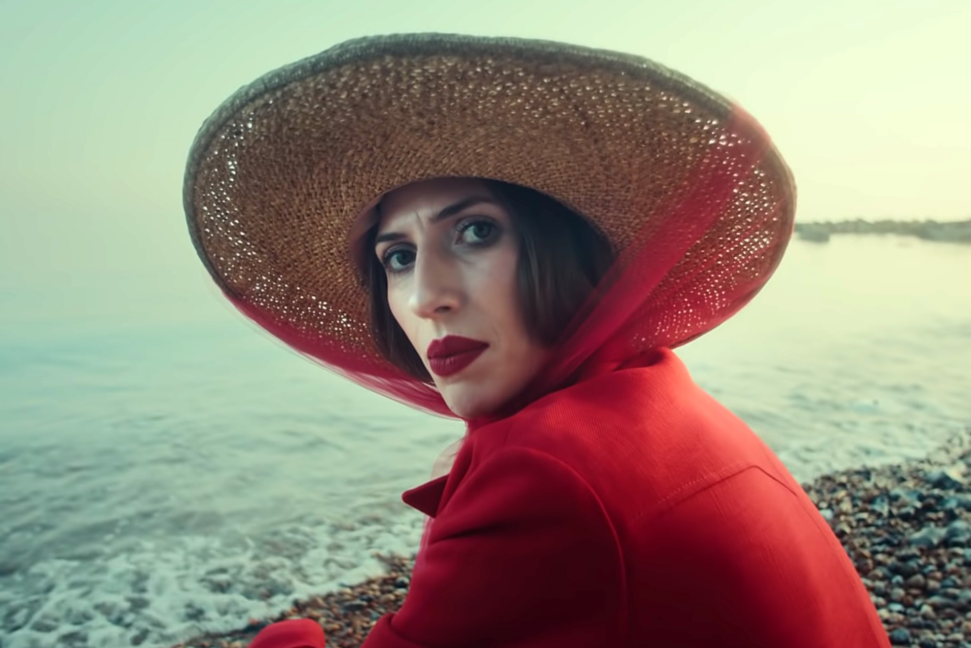 Aldous Harding Unveils New Video For Fixture Picture Rolling Stone