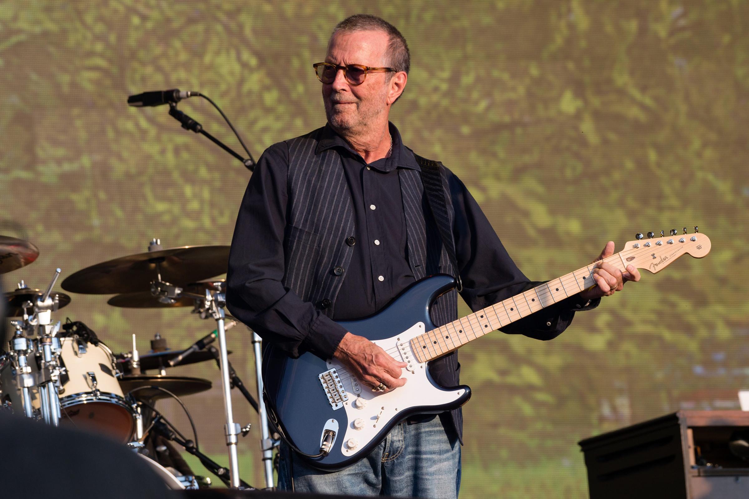 Eric Clapton Announces Short U S Run Ahead Of Crossroads Guitar Fest Rolling Stone