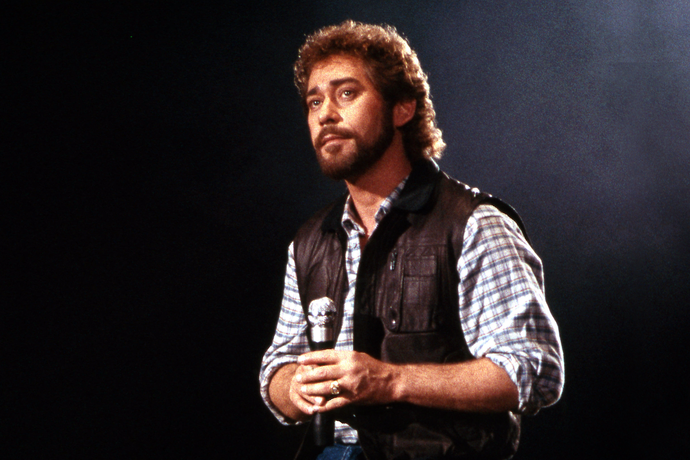 Country Singer Earl Thomas Conley Dead at 77