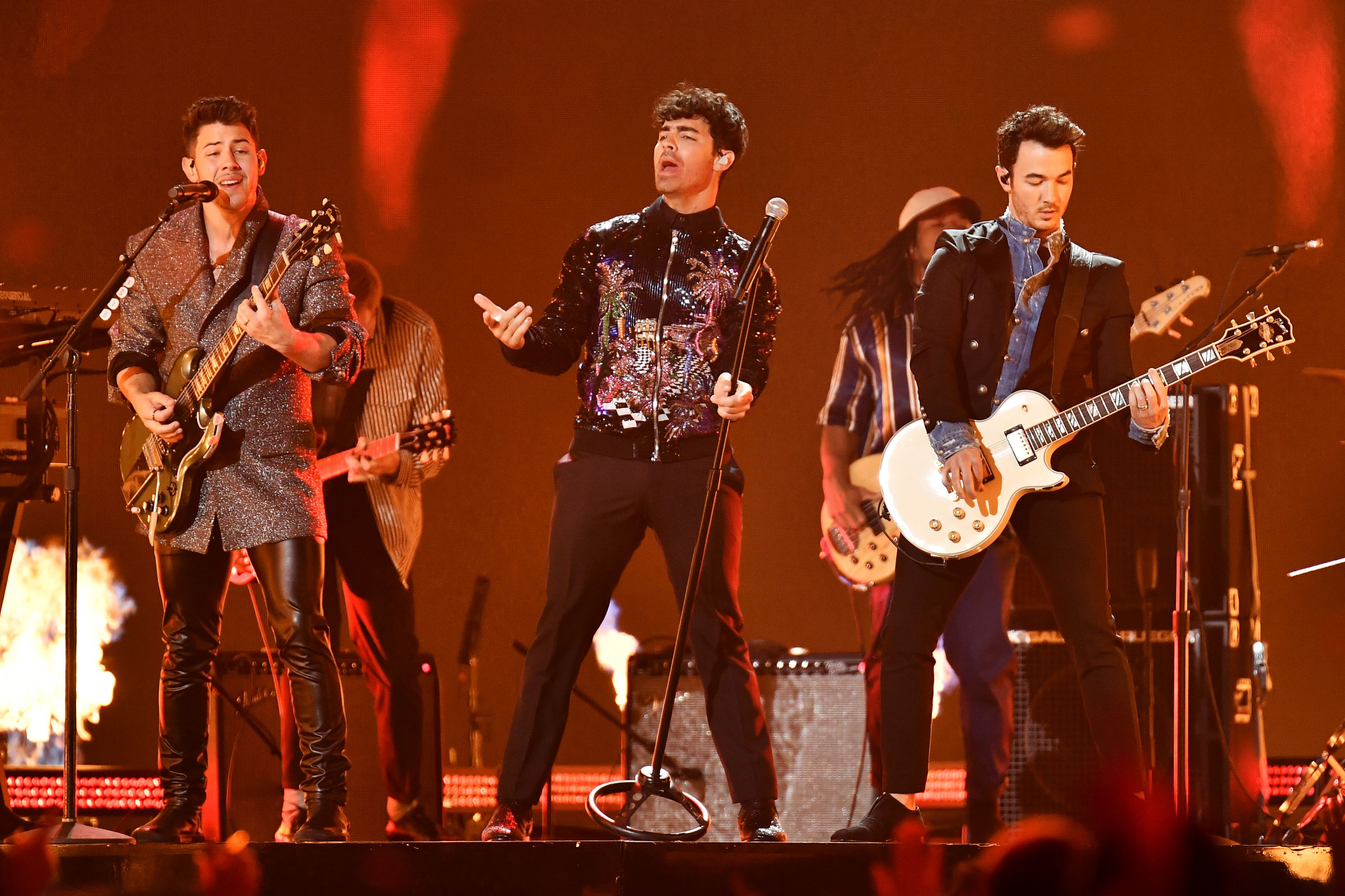 Jonas Brothers Extend Happiness Begins Tour