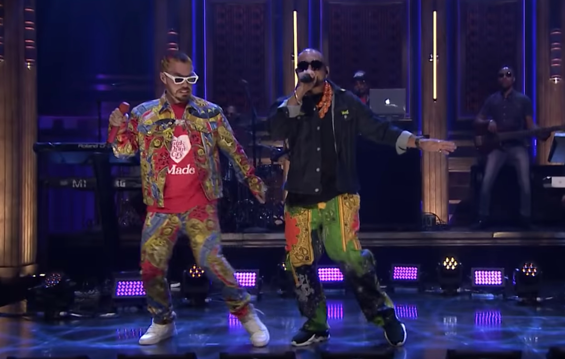 See Sean Paul, J Balvin's 'Contra La Pared' Performance On