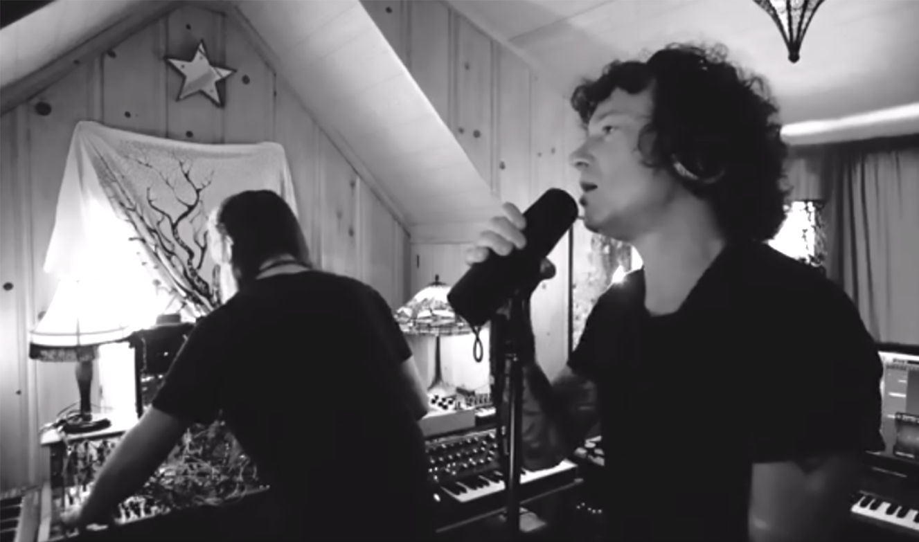 Hear Spanish Rocker Bunbury on Wired Sessions Song 'Dos