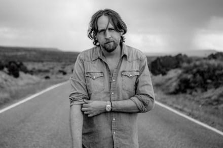Chris Shiflett's 'Walking the Floor' Podcast: Hayes Carll