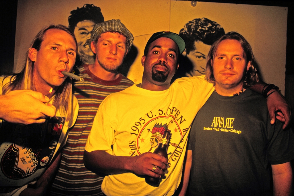 UNITED STATES - CIRCA 1995: Photo of Hootie and the Blowfish (Photo by Jim Steinfeldt/Michael Ochs Archives/Getty Images)