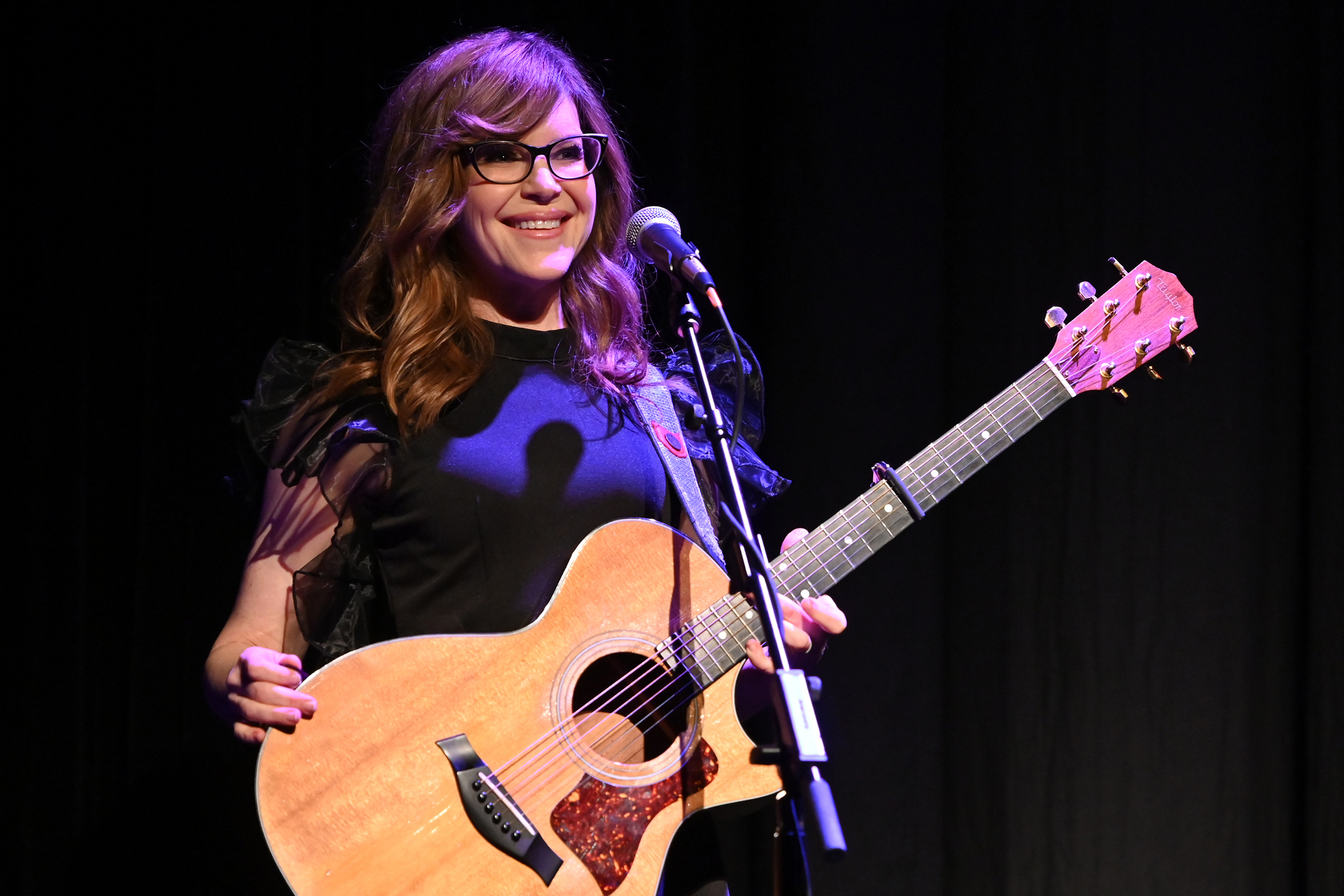 See Lisa Loeb Perform 'Stay' at Tribeca's 'Reality Bites' Reunion