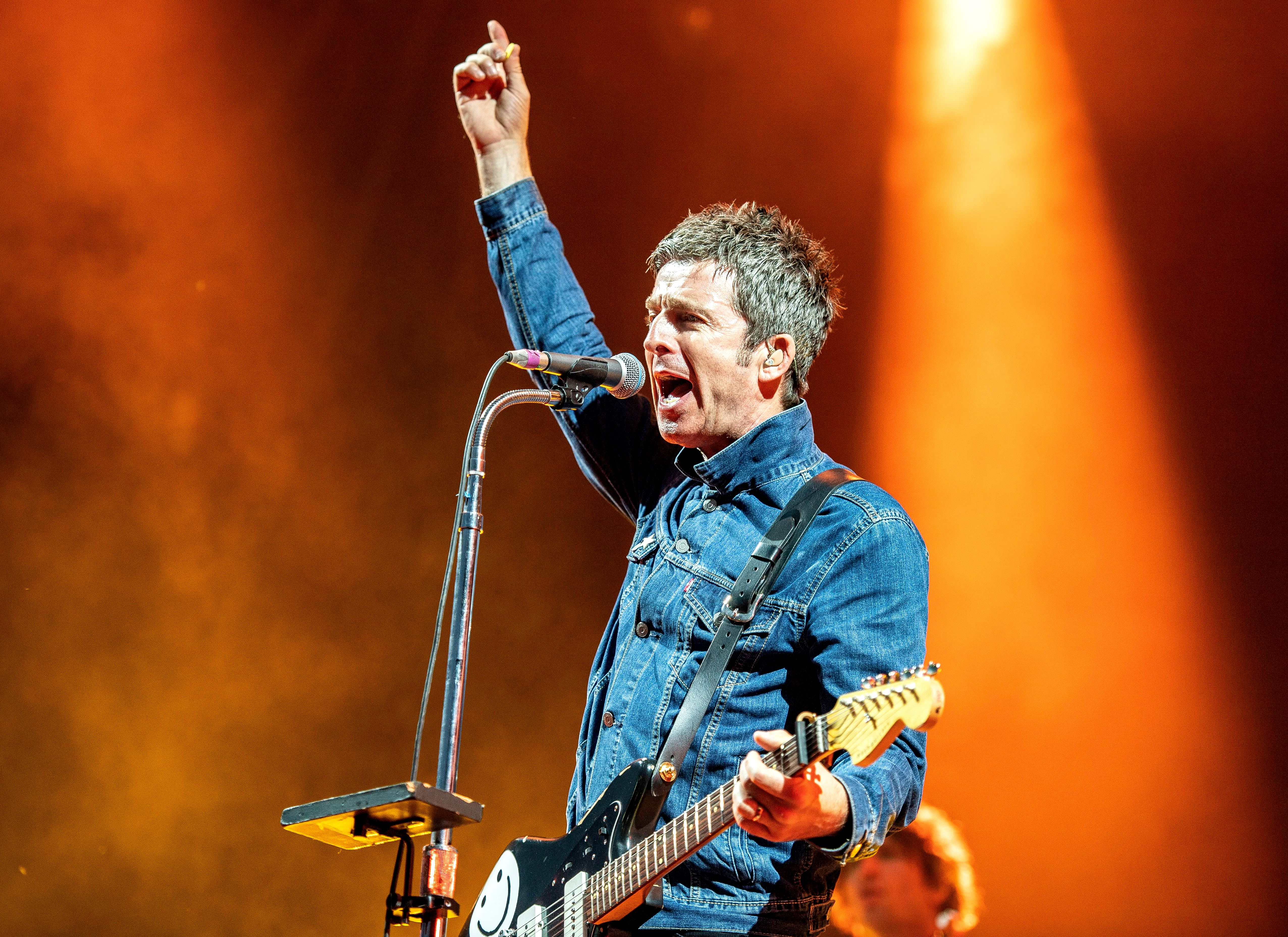 noel gallagher s high flying birds preview ep with black star dancing rolling stone. Black Bedroom Furniture Sets. Home Design Ideas
