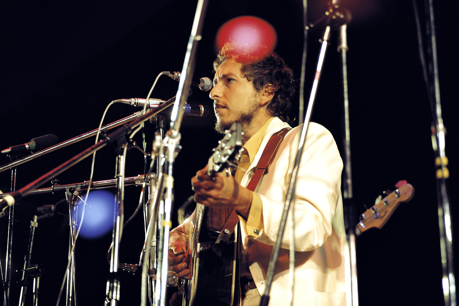 UNITED KINGDOM - AUGUST 31:  ISLE OF WIGHT FESTIVAL  Photo of Bob DYLAN, performing live onstage.  (Photo by David Redfern/Redferns)