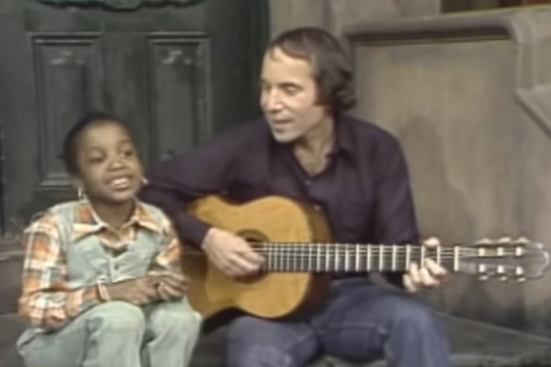 Paul Simon Sings 'Me and Julio' on 'Sesame Street' In 1977
