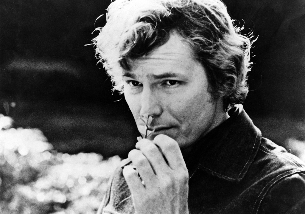 UNSPECIFIED - JANUARY 01: Photo of Gordon LIGHTFOOT; Posed headshot, smelling flower (!), (Photo by Charlie Gillett Collection/Redferns)