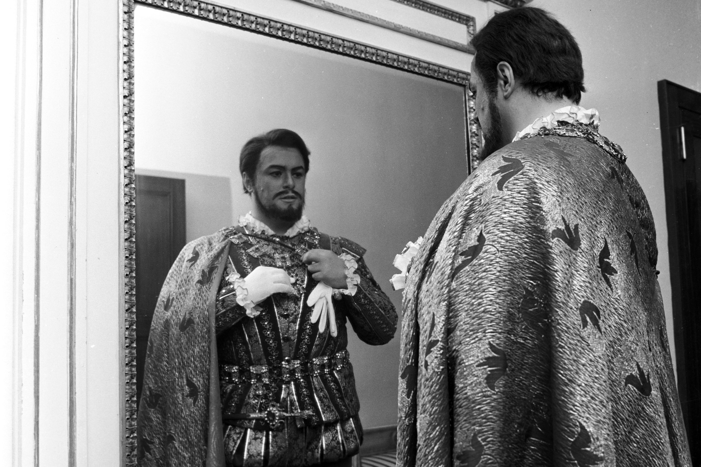 'Pavarotti' Review: Doc on Famed Tenor Hits Most of the Right Notes