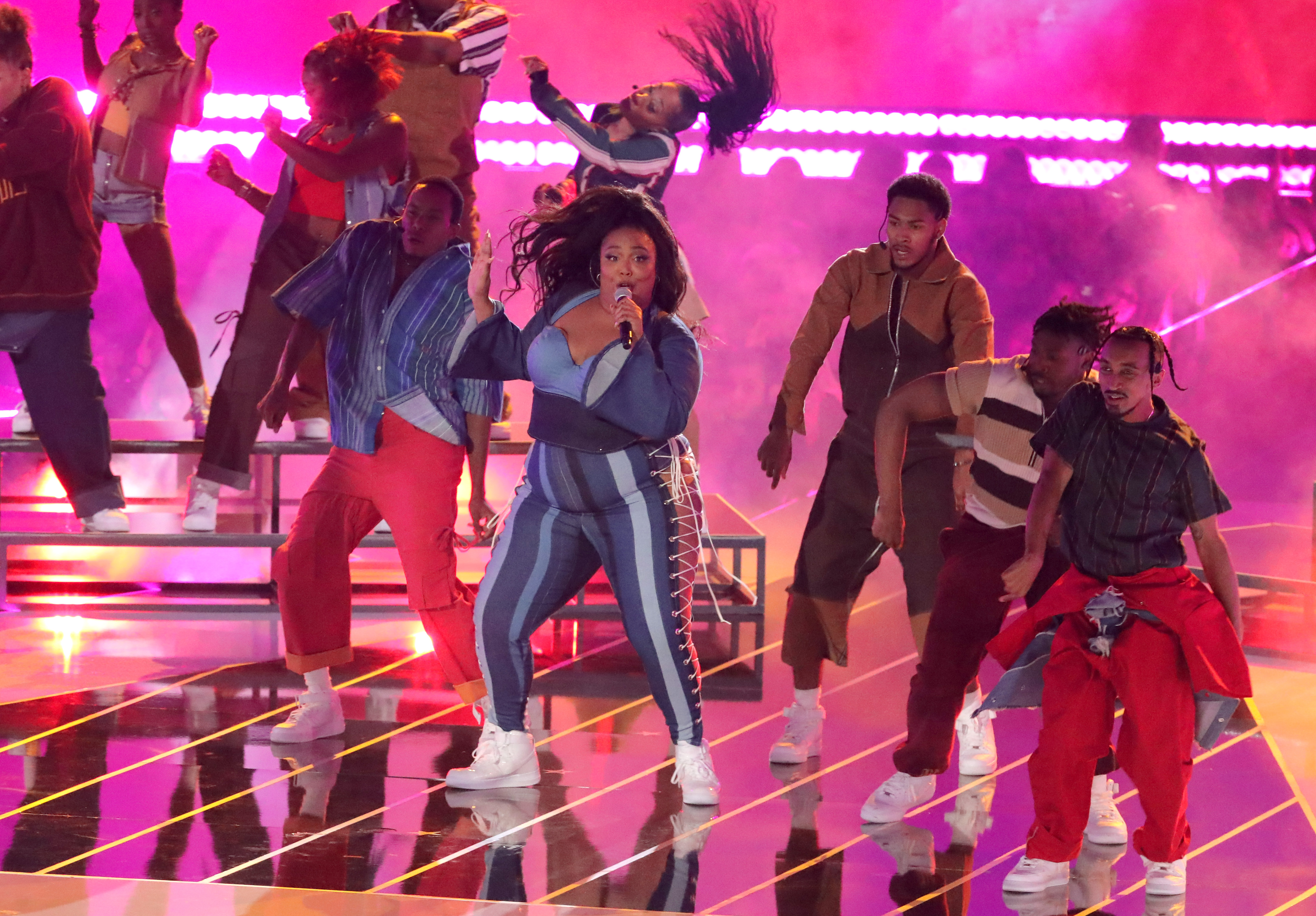 Watch Lizzo Perform 'Juice' at MTV Movie & TV Awards – Rolling Stone