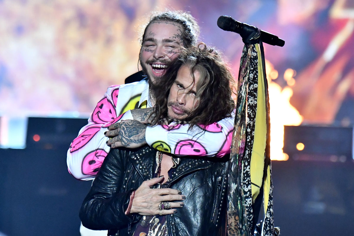 NEW YORK, NY - AUGUST 20: Post Malone and Steven Tyler of Aerosmith perform onstage during the 2018 MTV Video Music Awards at Radio City Music Hall on August 20, 2018 in New York City. (Photo by Jeff Kravitz/FilmMagic)