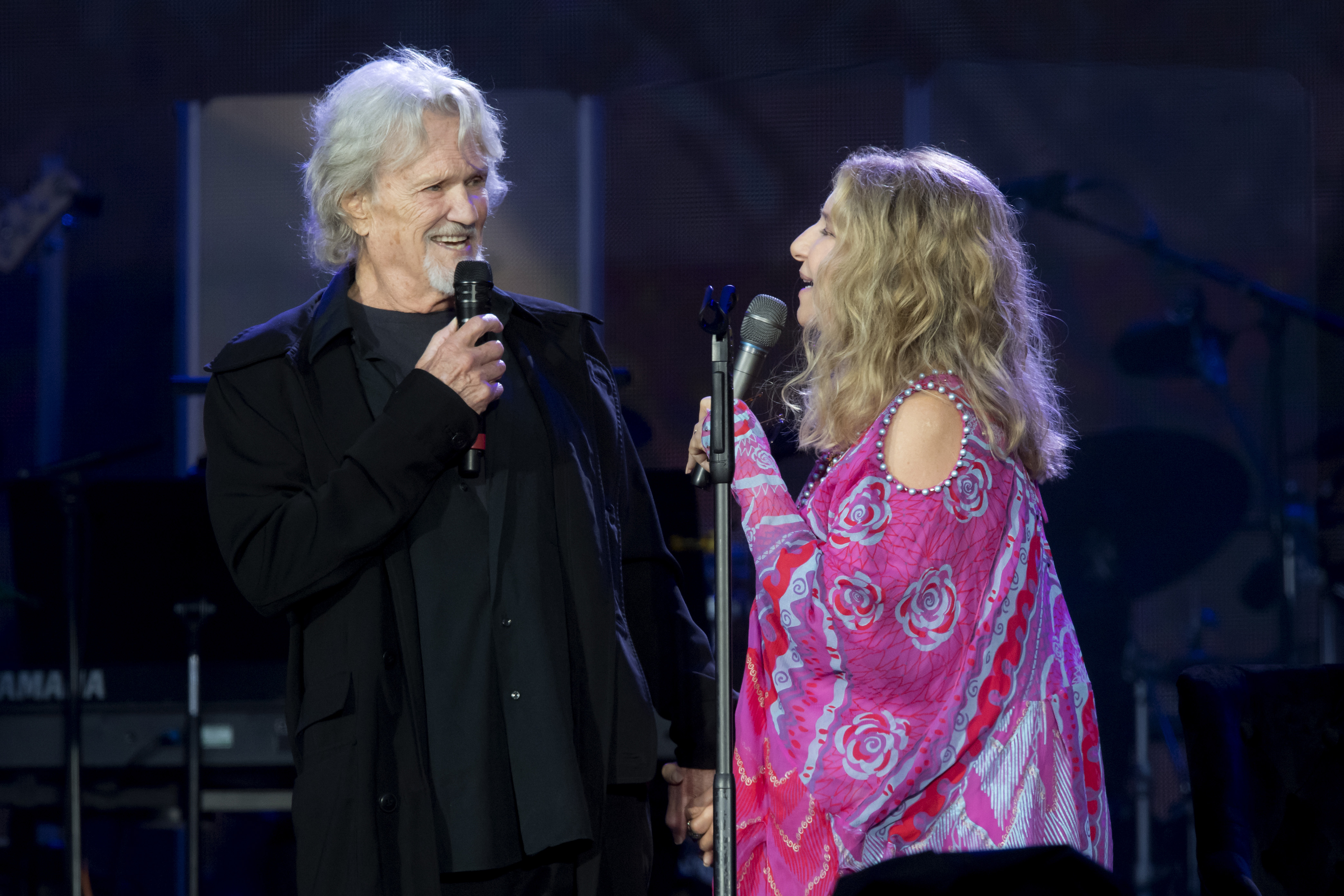 Barbra Streisand And Kris Kristofferson Perform Lost Inside Of You Rolling Stone
