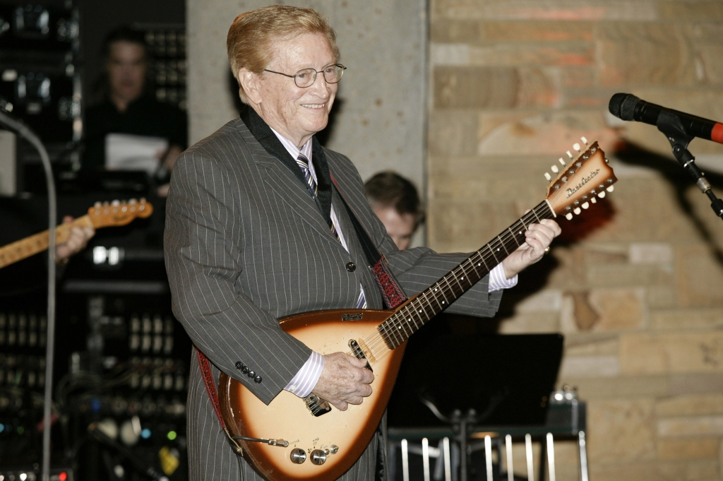 Session Guitarist legend Harold Bradley plays guitar during the 2007 Country Music Hall of Fame Medalliion Ceremony.