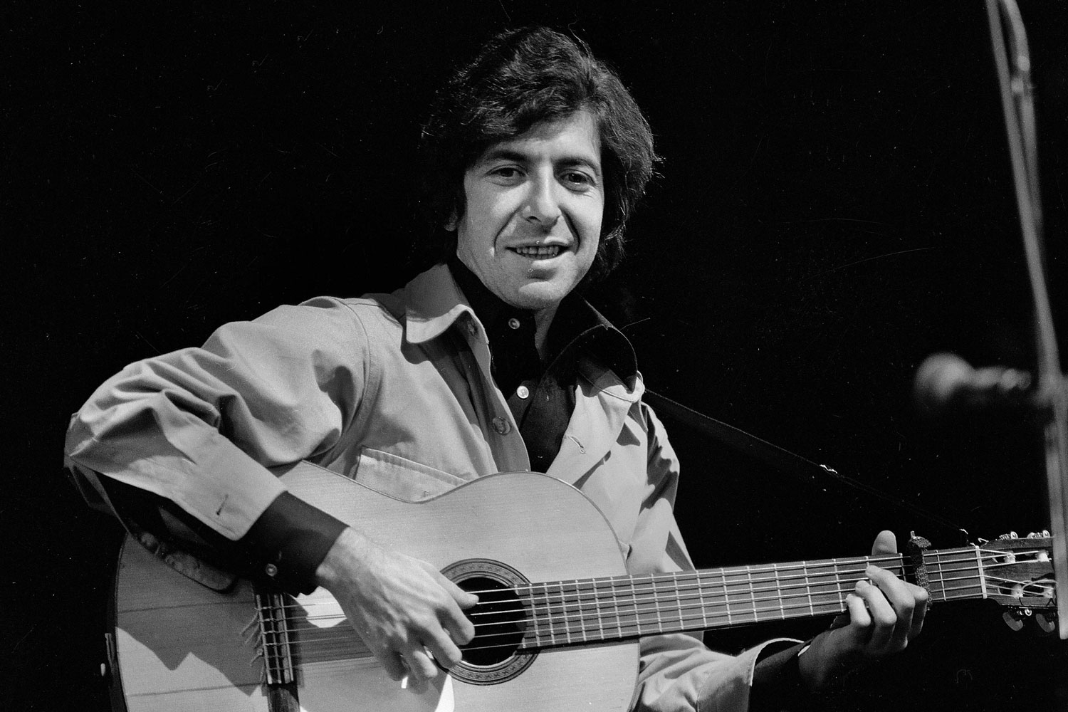 FRANCE - CIRCA 1970:  Leonard Cohen, Canadian singer and writer of English-language, in concert. France, 1970.  (Photo by P. Ullman/Roger Viollet/Getty Images)
