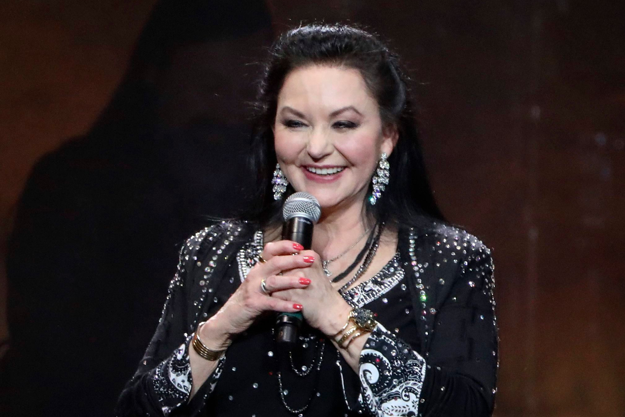 Crystal Gayle to Revisit Country Standards on New Album 'You Don't Know Me'