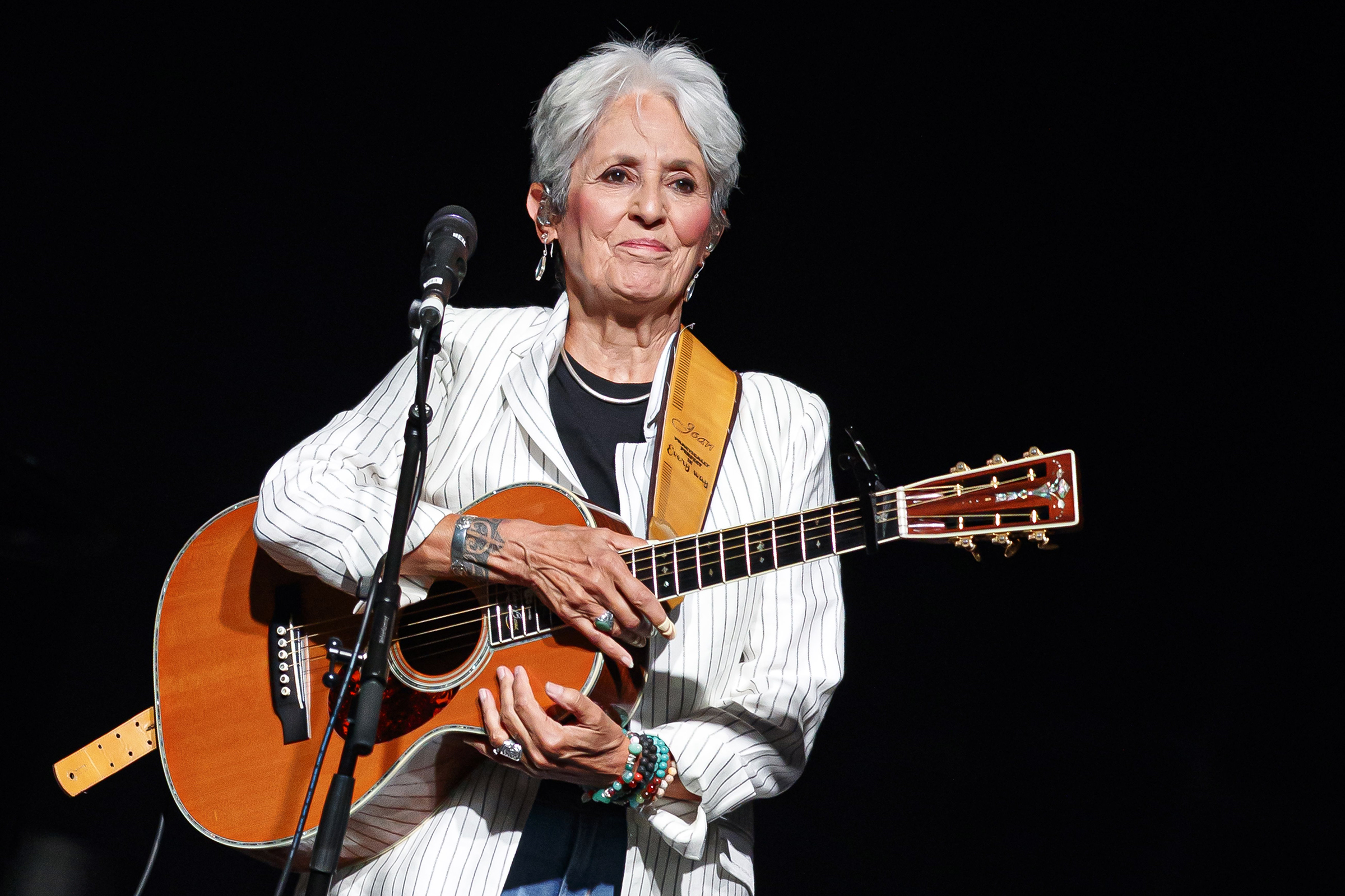 Watch Joan Baez Close Out Her Farewell Tour In Spain Rolling Stone