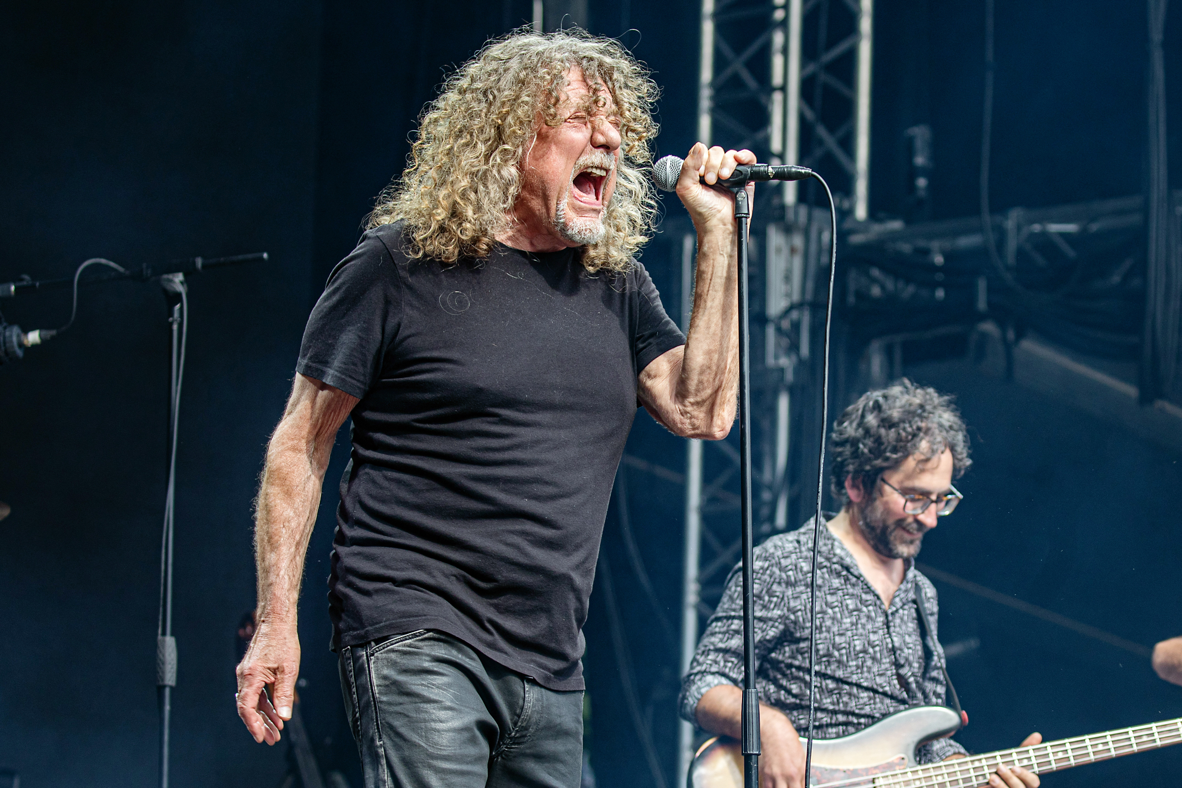 watch robert plant sing immigrant song for first time since 1996 rolling stone. Black Bedroom Furniture Sets. Home Design Ideas