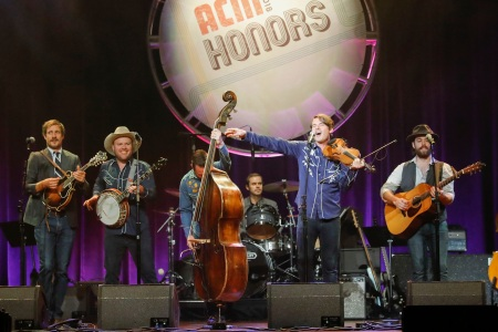 Old Crow Medicine Show Tour 2020.Old Crow Medicine Show Ready Live At The Ryman Concert