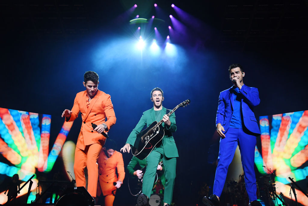"""NEW YORK, NEW YORK - AUGUST 30: Nick Jonas, Kevin Jonas and Joe Jonas perform onstage during Jonas Brothers: """"Happiness Begins"""" Tour at Madison Square Garden on August 30, 2019 in New York City. (Photo by Kevin Mazur/Getty Images for Philymack)"""