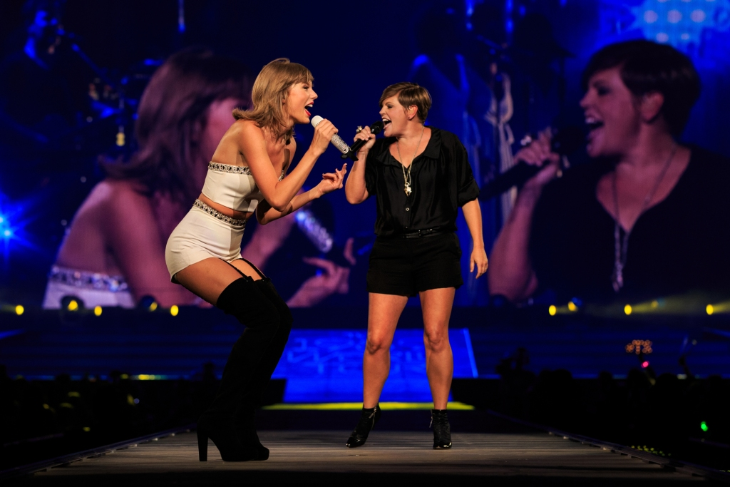 Taylor Swift and Natalie Maines of Dixie Chicks perform onstage during Taylor Swift's 1989 World Tour.
