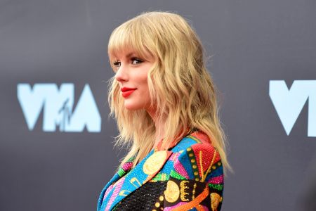 Rs Charts Taylor Swift S Lover Takes Number One By A
