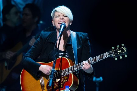 Dixie Chicks' Natalie Maines Details New Album Inspired By Her Divorce