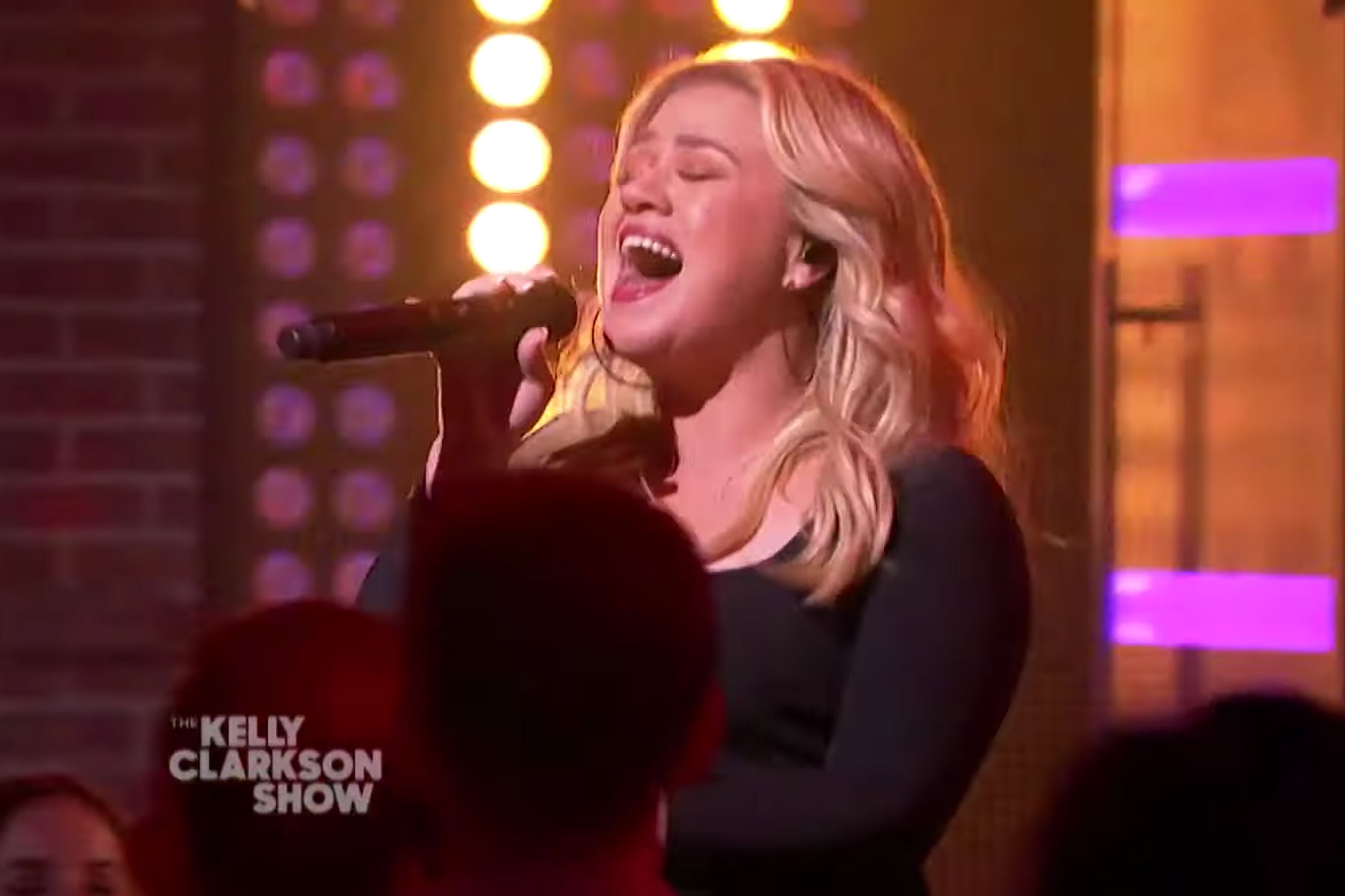 Kelly Clarkson Covers Lady Gaga's 'Bad Romance' on New Talk