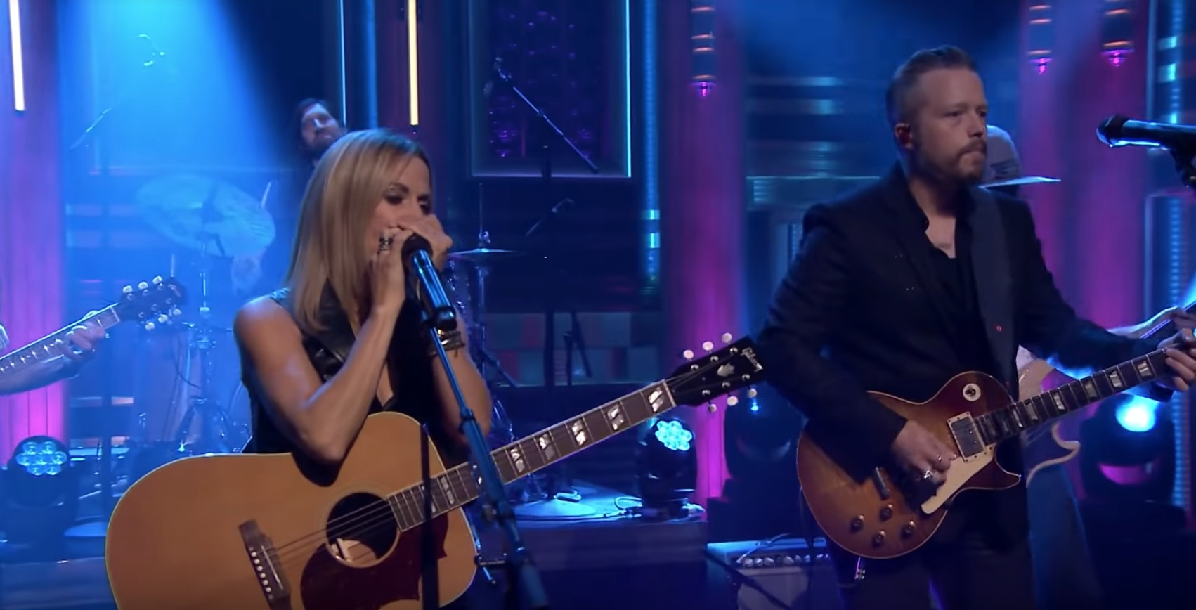 Sheryl Crow, Jason Isbell Perform 'Everything Is Broken' on
