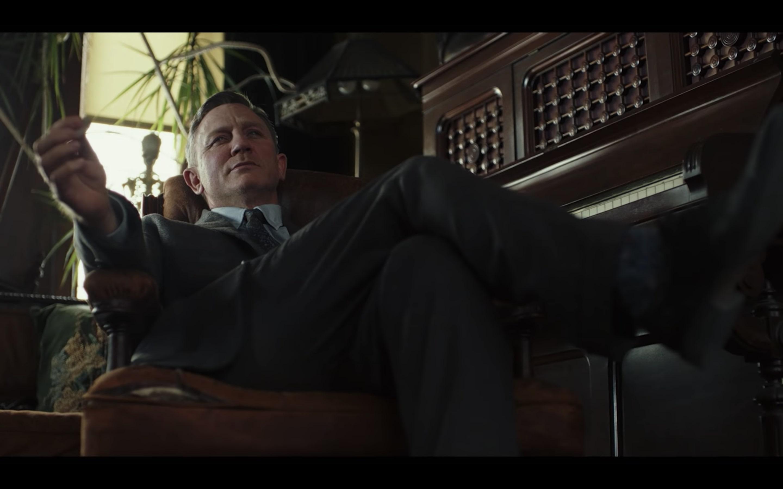 Daniel Craig Digs Up D...